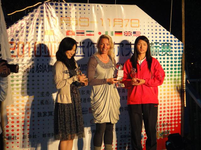 links 2. Platz Yuki Koshimura (JAP) - Mitte 1. Platz Alice Kobisch (GER) - rechts 3 .Platz Guocaichu (CHN)
